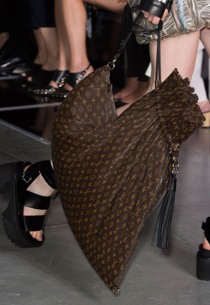 Different-sizes-5 75 Hottest Handbag Trends for Women in 2020