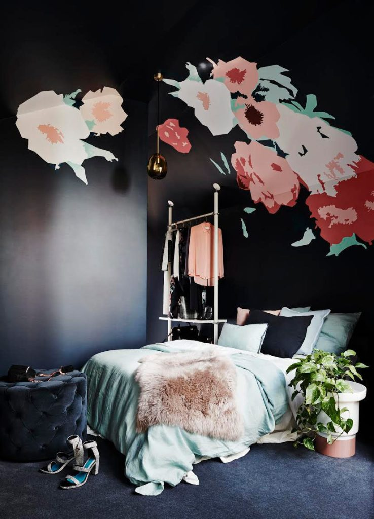 black-rooms-1 The Latest & Hottest Home Decoration Trends in 2017