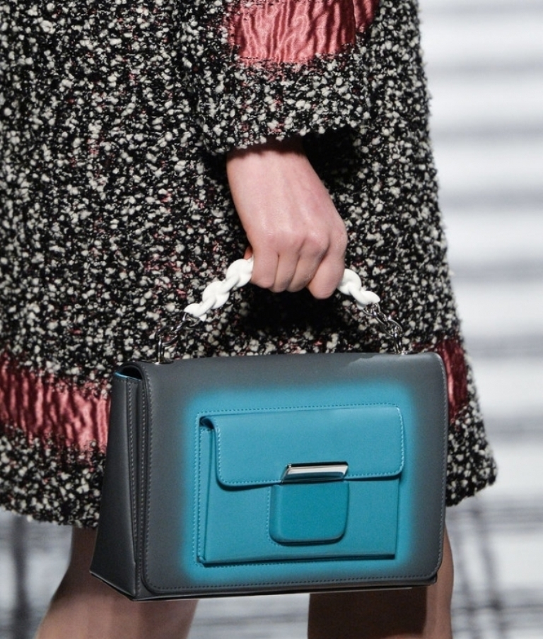 chains-10 75 Hottest Handbag Trends for Women in 2020