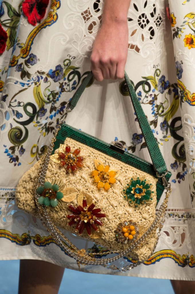 chains-11 75 Hottest Handbag Trends for Women in 2020