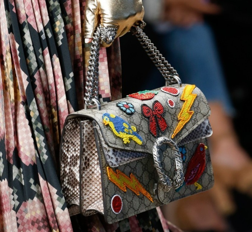 chains-13 75 Hottest Handbag Trends for Women in 2019
