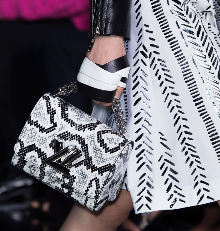 chains-14 75 Hottest Handbag Trends for Women in 2019