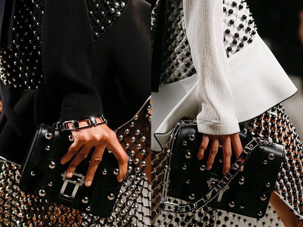 chains-17 75 Hottest Handbag Trends for Women in 2019
