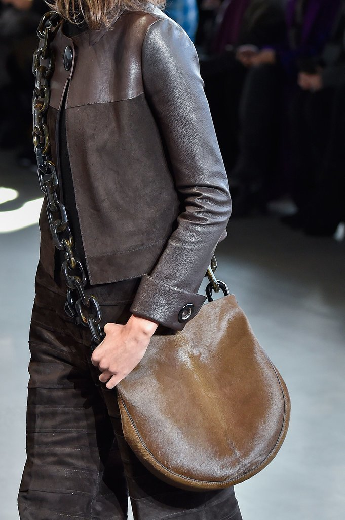 chains-2 75 Hottest Handbag Trends for Women in 2019