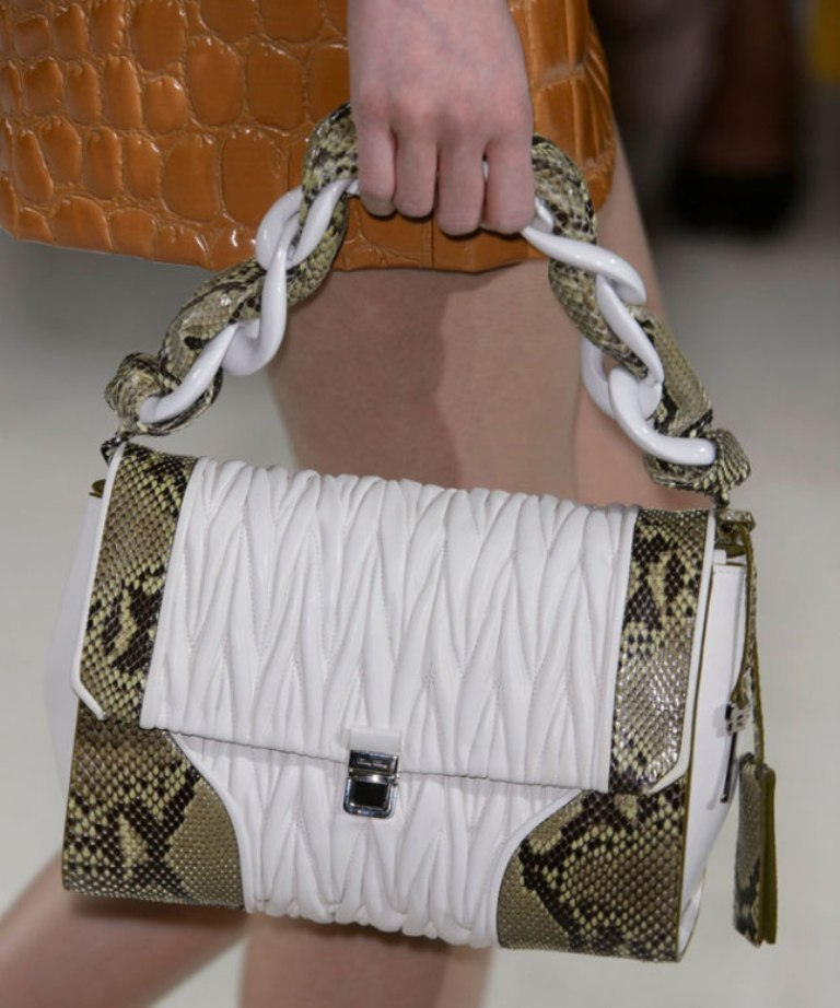chains-6 75 Hottest Handbag Trends for Women in 2019