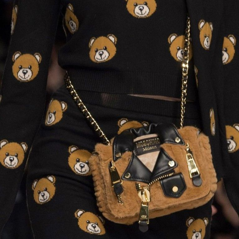 chains-7 75 Hottest Handbag Trends for Women in 2019