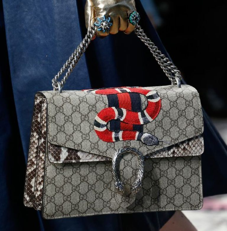 chains-9 75 Hottest Handbag Trends for Women in 2020