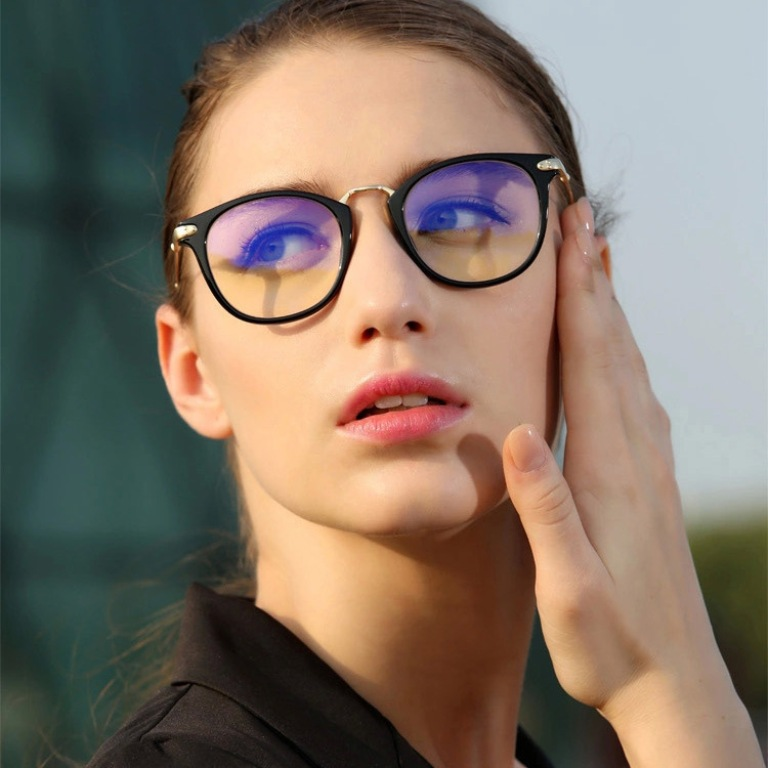 clear-lenses-3 The Newest Eyewear Trends for Men & Women 2017