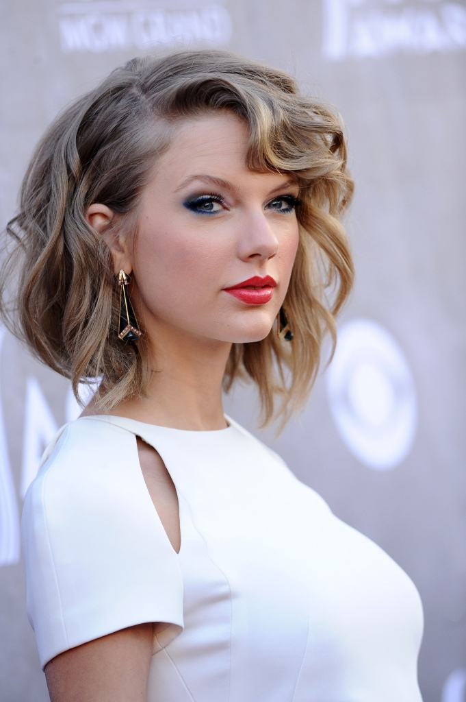 deep-side-parting-2 27+ Latest Hairstyle Trends for Women in 2020