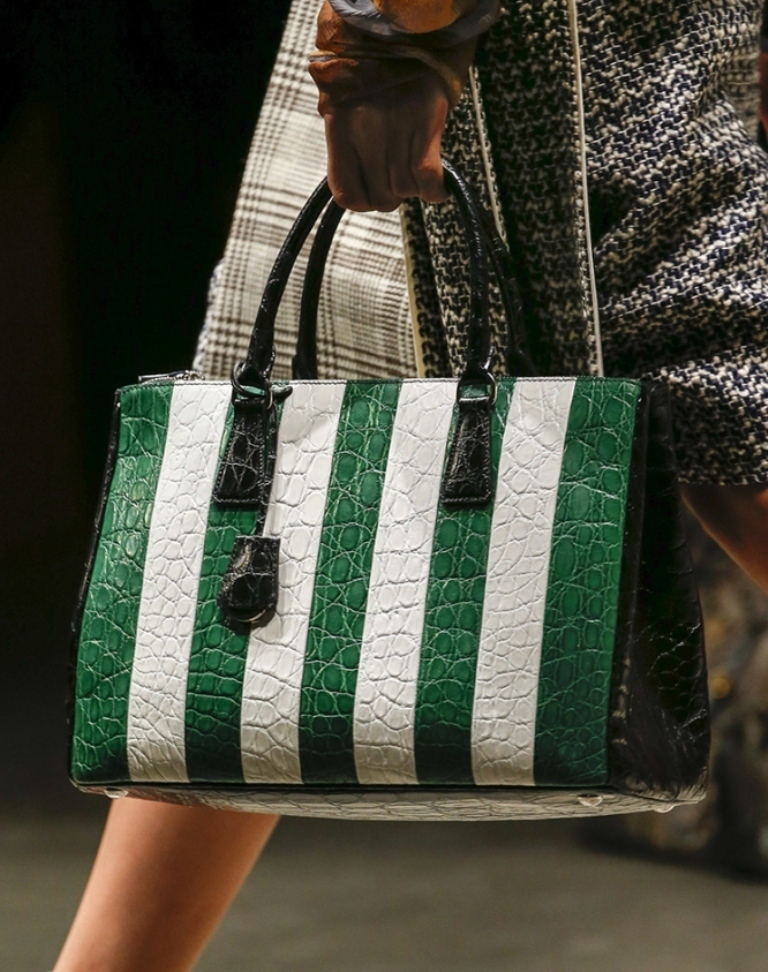 fur-reptile-skin-and-leather-15 75 Hottest Handbag Trends for Women in 2020
