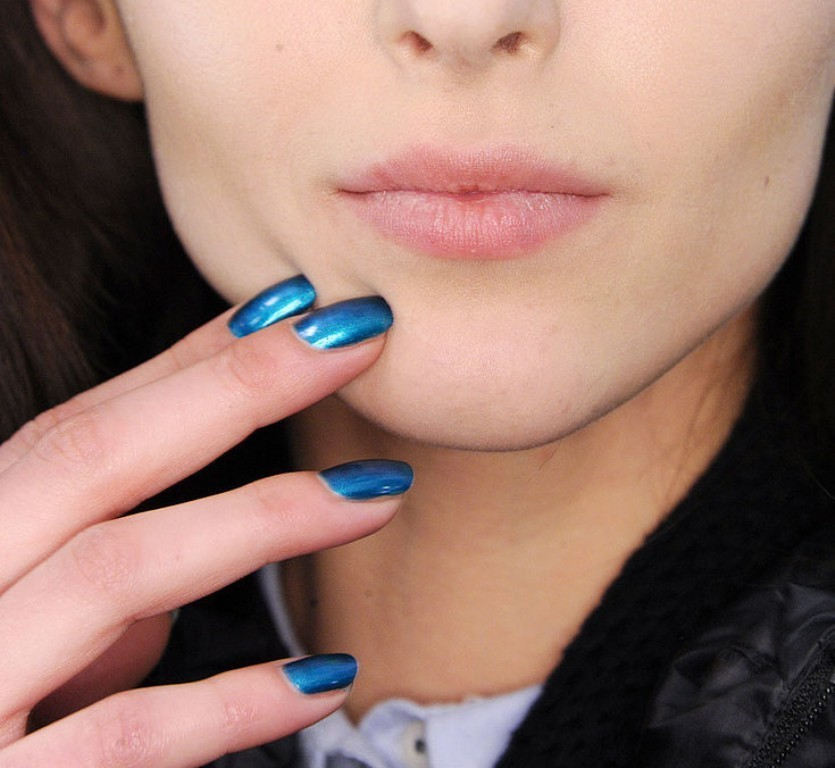 metallic-nails-1 45 Hottest & Catchiest Nail Polish Trends in 2017