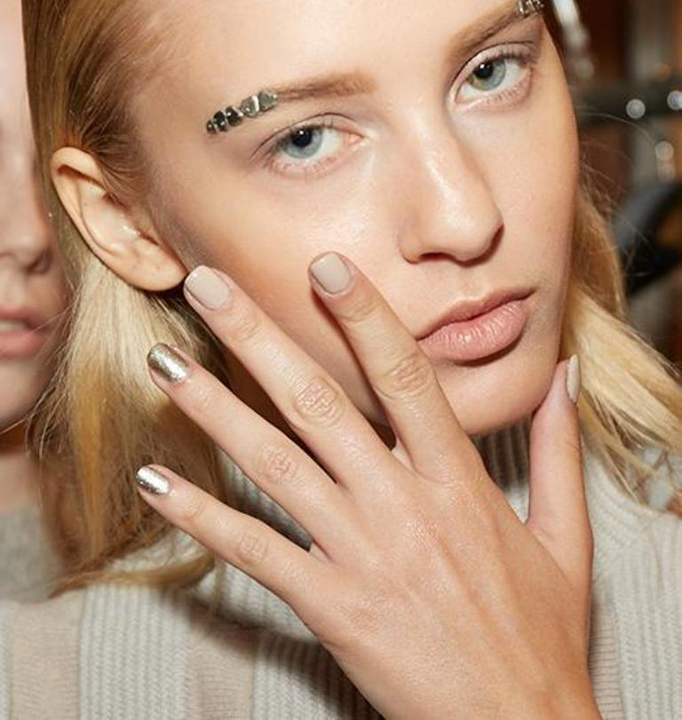 metallic-nails-2 45+ Hottest & Catchiest Nail Polish Trends in 2021