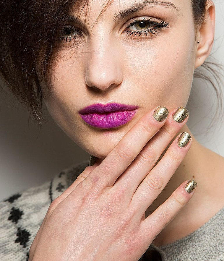 metallic-nails-3 45+ Hottest & Catchiest Nail Polish Trends in 2021