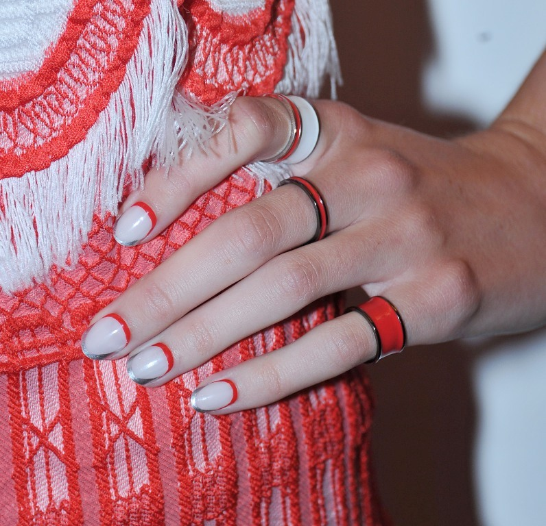 metallic-nails-6 45+ Hottest & Catchiest Nail Polish Trends in 2021