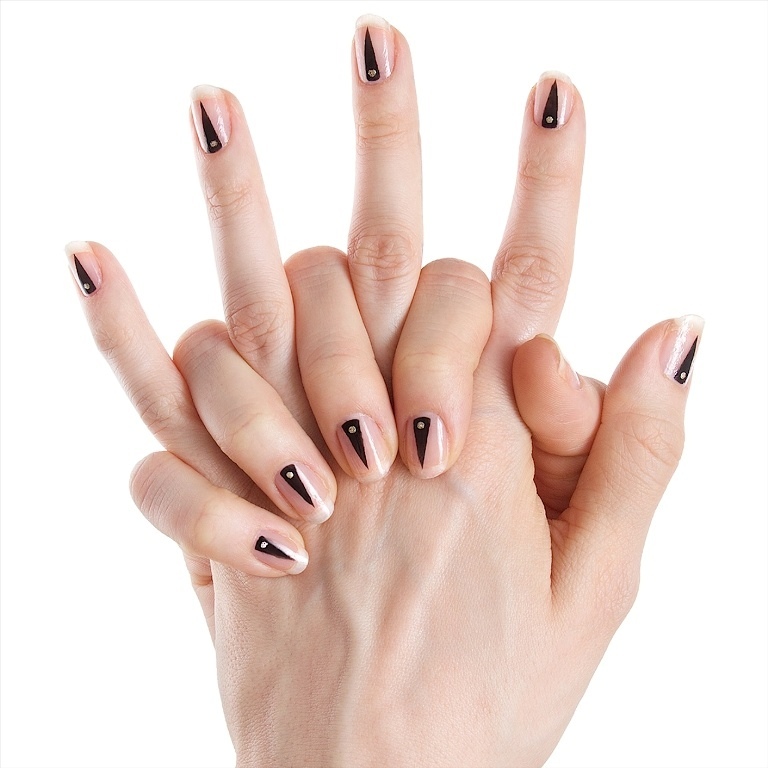 minimal-nails-1 45+ Hottest & Catchiest Nail Polish Trends in 2021