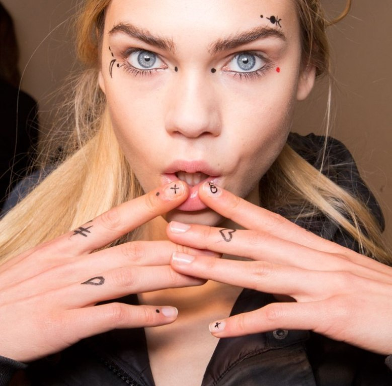 minimal-nails-4 45+ Hottest & Catchiest Nail Polish Trends in 2020