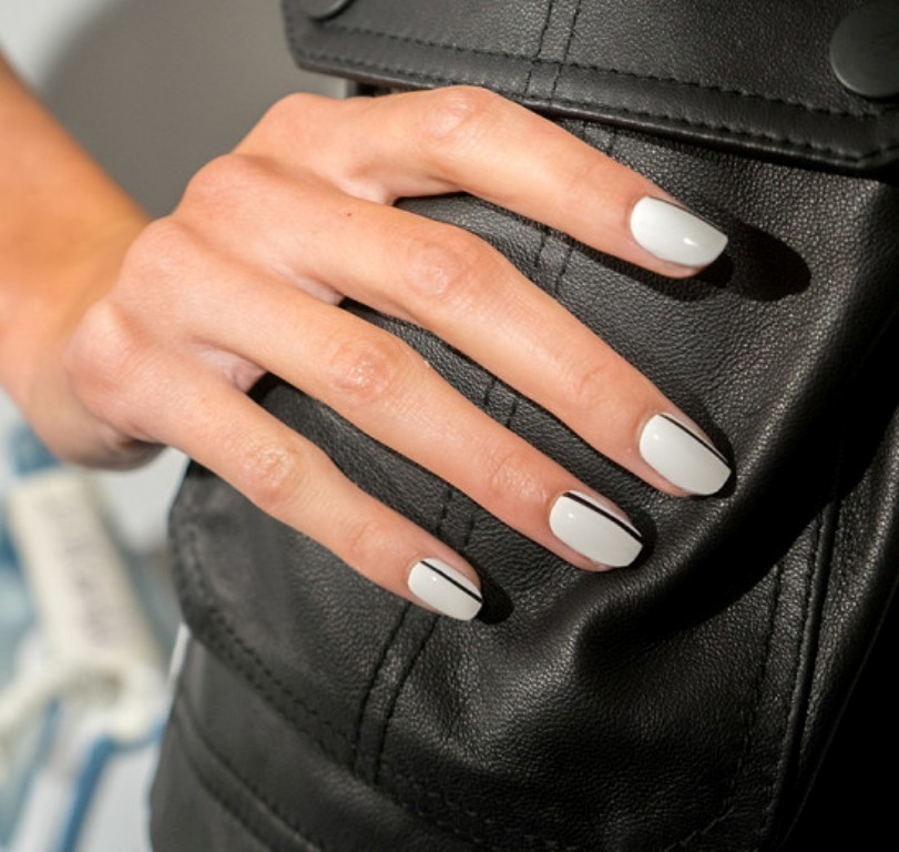 minimal-nails-6 45+ Hottest & Catchiest Nail Polish Trends in 2021