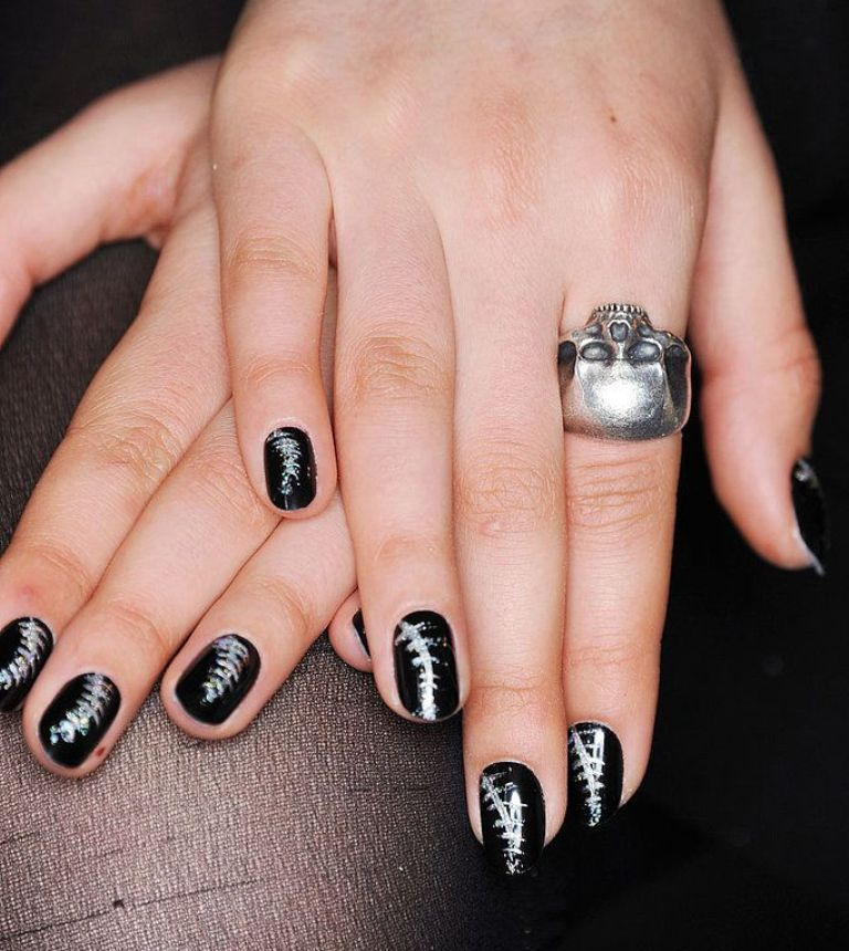 nail-polish-trends-2016-45 45+ Hottest & Catchiest Nail Polish Trends in 2021