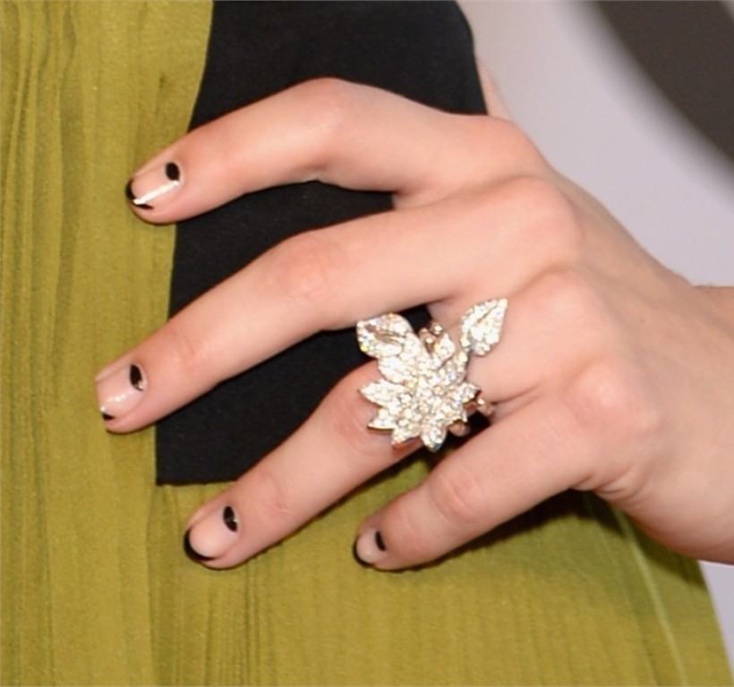negative-spacce-nails-4 45+ Hottest & Catchiest Nail Polish Trends in 2021
