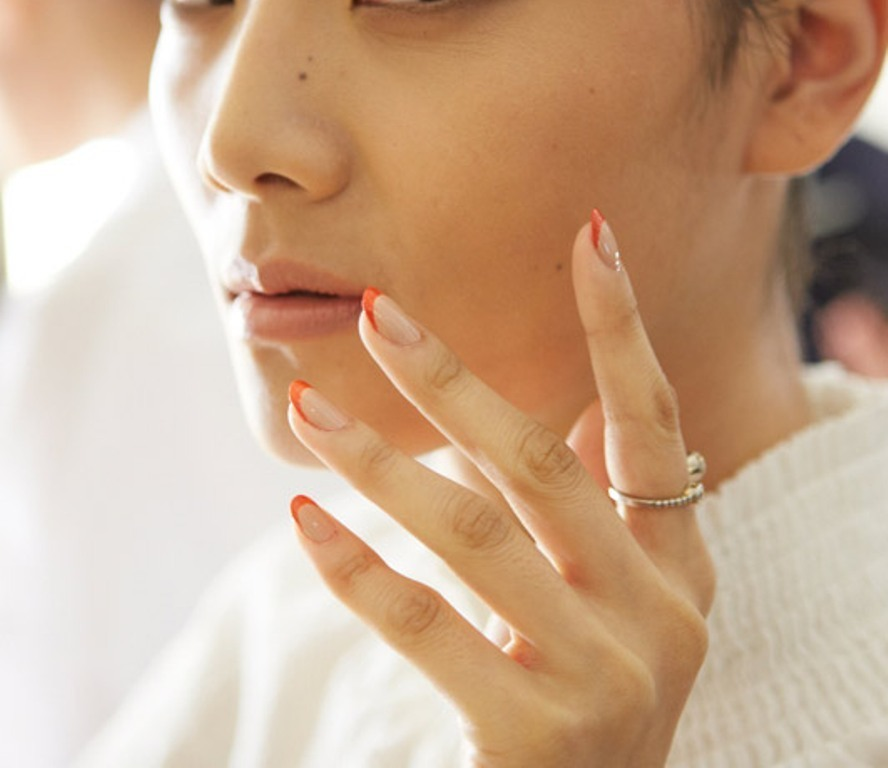 negative-spacce-nails-6 45+ Hottest & Catchiest Nail Polish Trends in 2021