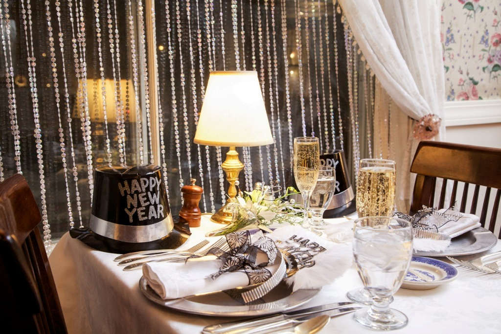 new-year-2016-decoration-22 53 Awesome New Year's Eve 2017 Decorating Ideas