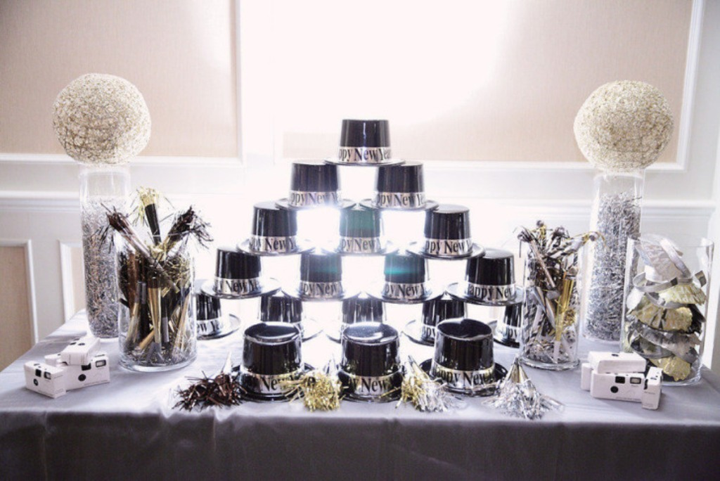 new-year-2016-decoration-42 53 Awesome New Year's Eve 2017 Decorating Ideas