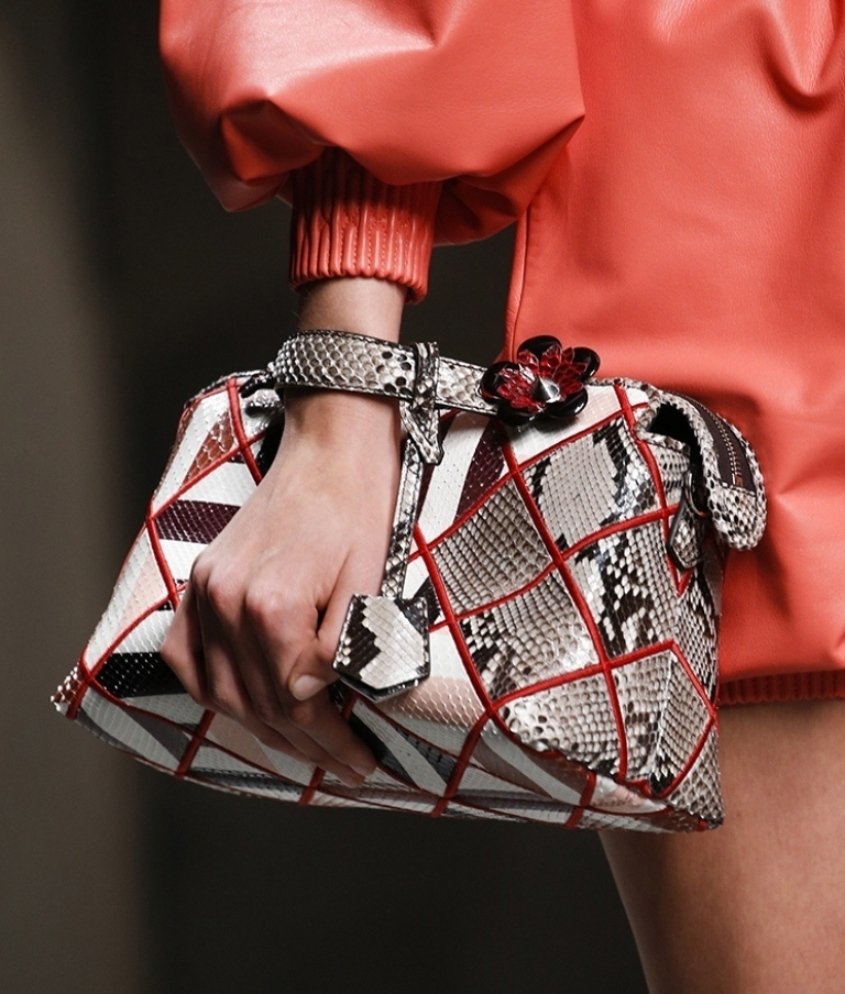 several-ways-for-carrying-bags-10 75 Hottest Handbag Trends for Women in 2020