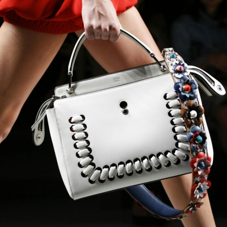 several-ways-for-carrying-bags-15 75 Hottest Handbag Trends for Women in 2019