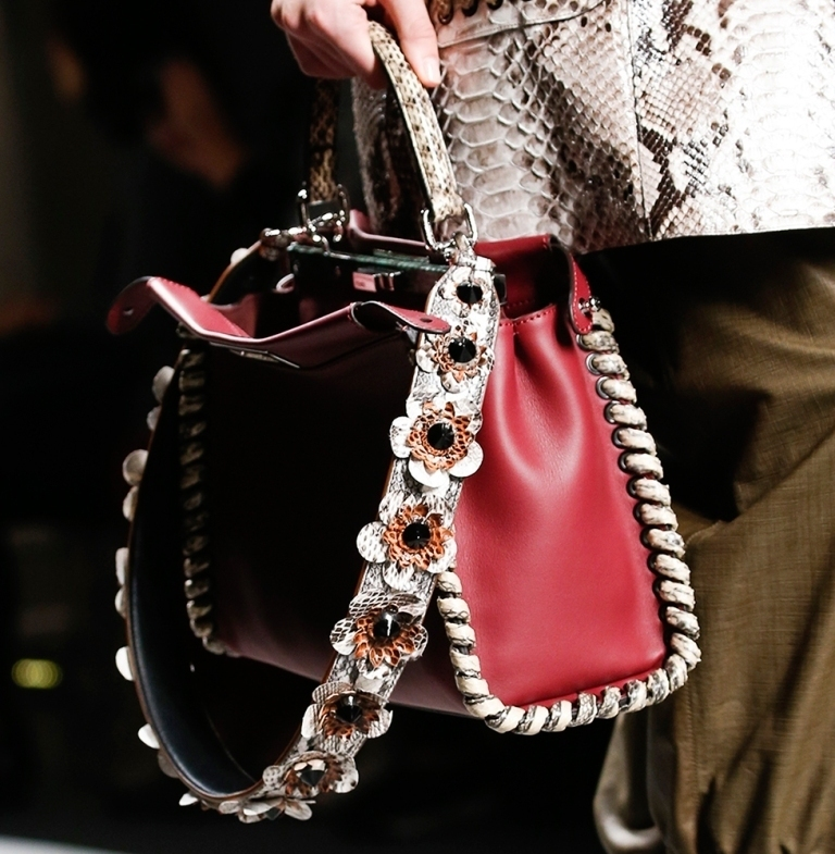 several-ways-for-carrying-bags-16 75 Hottest Handbag Trends for Women in 2019