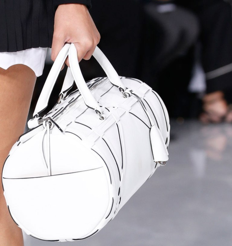 several-ways-for-carrying-bags-17 75 Hottest Handbag Trends for Women in 2019