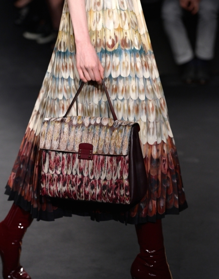 several-ways-for-carrying-bags-19 75 Hottest Handbag Trends for Women in 2020