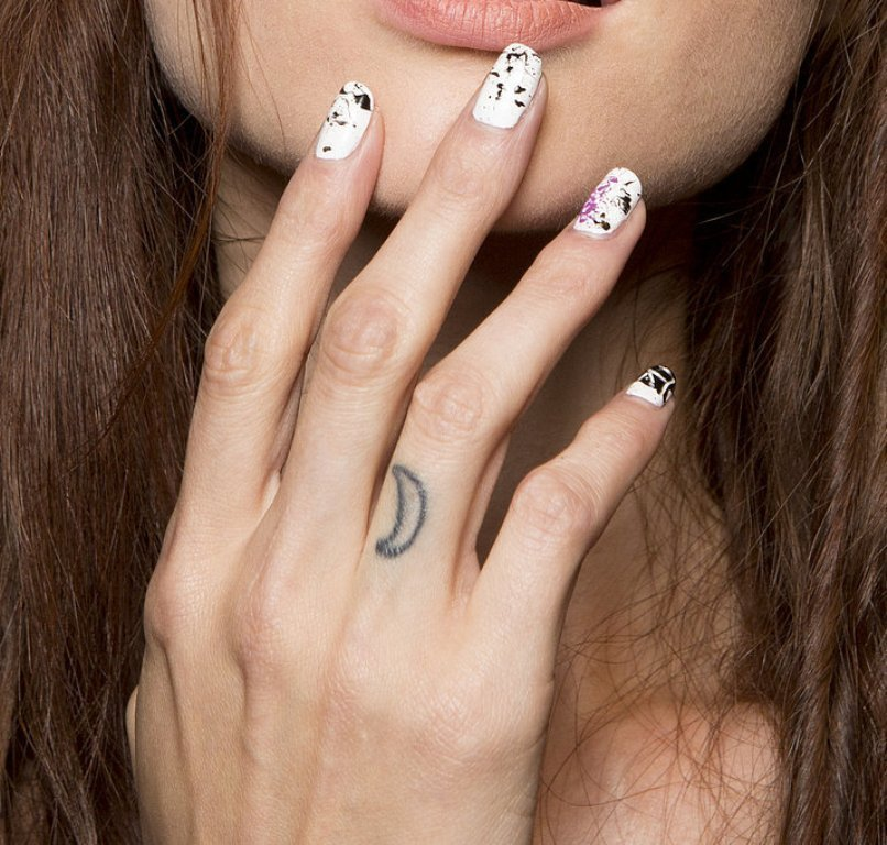 splatter-nails-3 45+ Hottest & Catchiest Nail Polish Trends in 2021