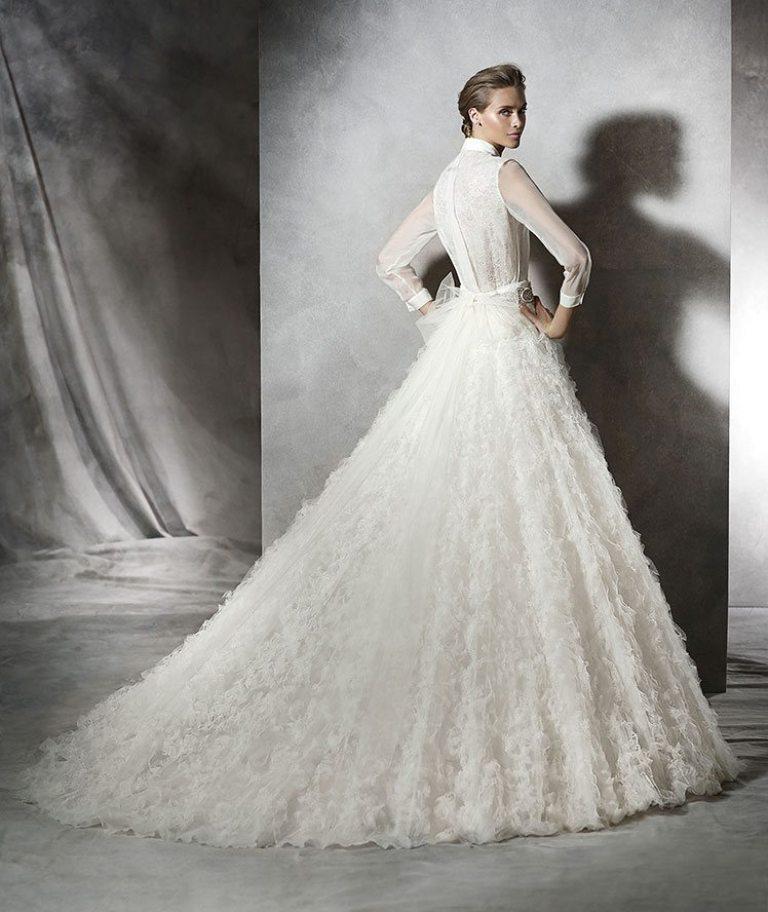 Muslim-wedding-dresses-11 46 Fabulous Wedding Dresses for Muslim Brides 2019