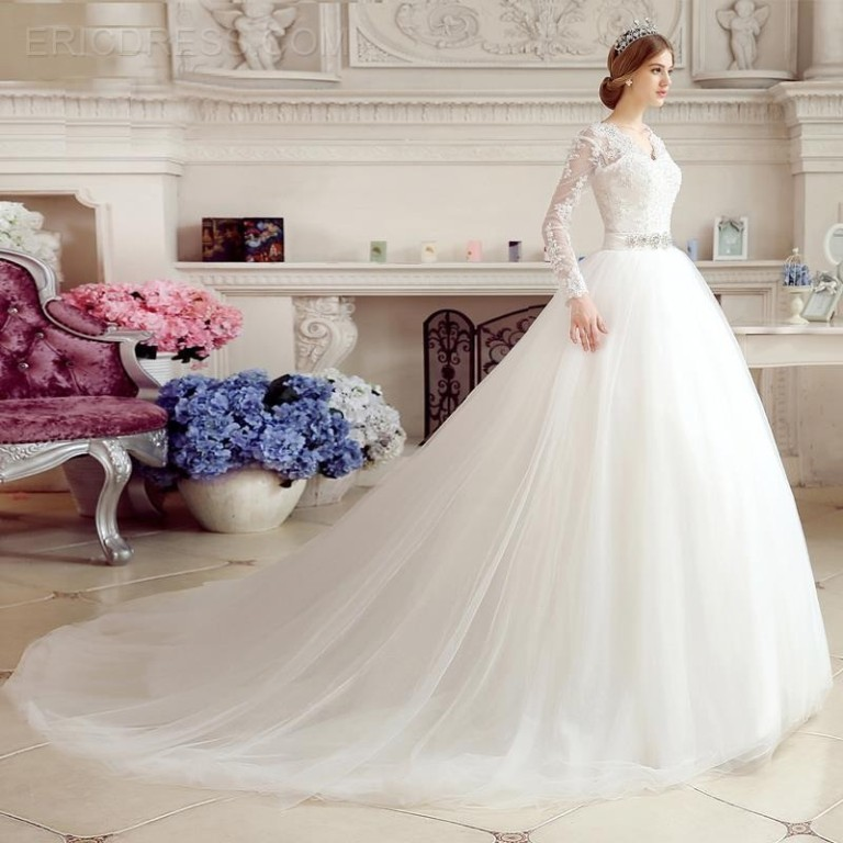 Muslim-wedding-dresses-16 46 Fabulous Wedding Dresses for Muslim Brides 2019