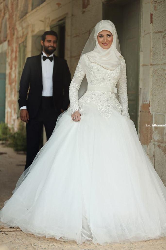Muslim-wedding-dresses-21 46 Fabulous Wedding Dresses for Muslim Brides 2019