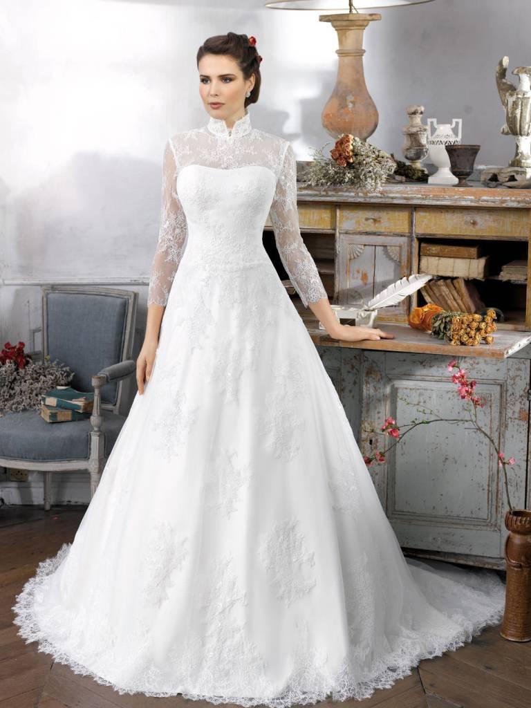 Muslim-wedding-dresses-25 46 Fabulous Wedding Dresses for Muslim Brides 2019