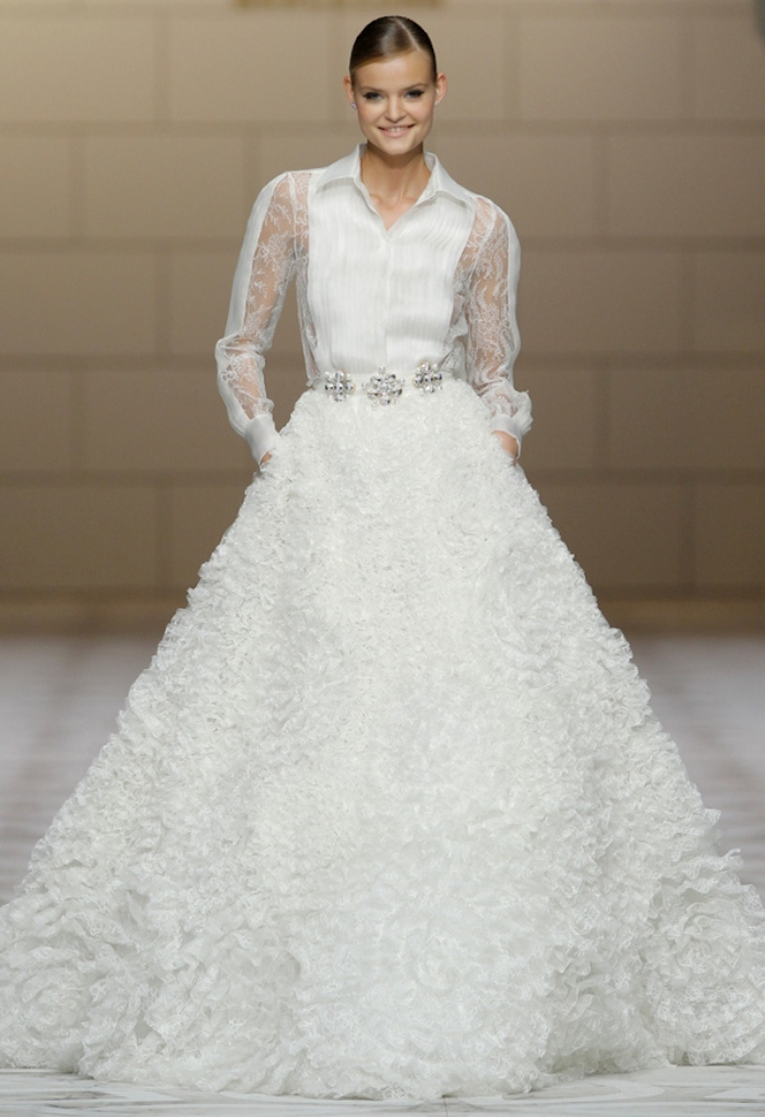 Muslim-wedding-dresses-28 46 Fabulous Wedding Dresses for Muslim Brides 2019