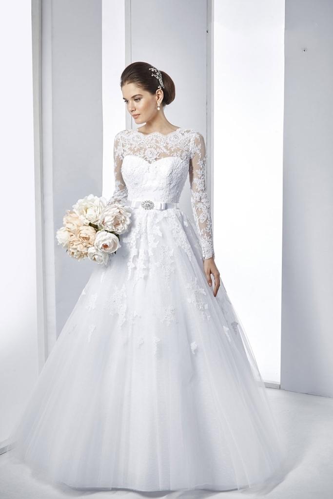 Muslim-wedding-dresses-39 46 Fabulous Wedding Dresses for Muslim Brides 2019