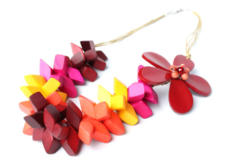chunky-colour-w_flower-475x336 Accessorize Your Swimwear With These 40 Beach Jewelry
