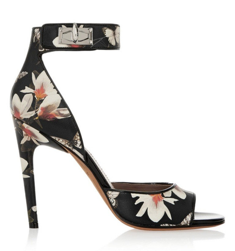 breathtaking-shoes-8 22 Dazzling Valentine's Day Gifts for Women