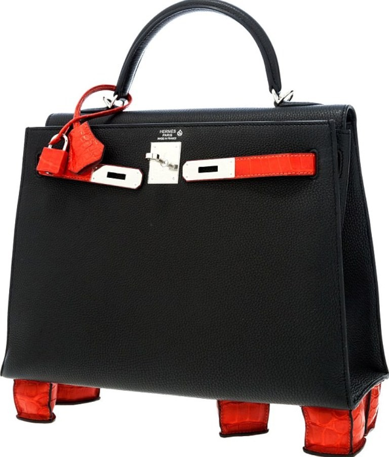 elegant-handbag-1 22 Dazzling Valentine's Day Gifts for Women