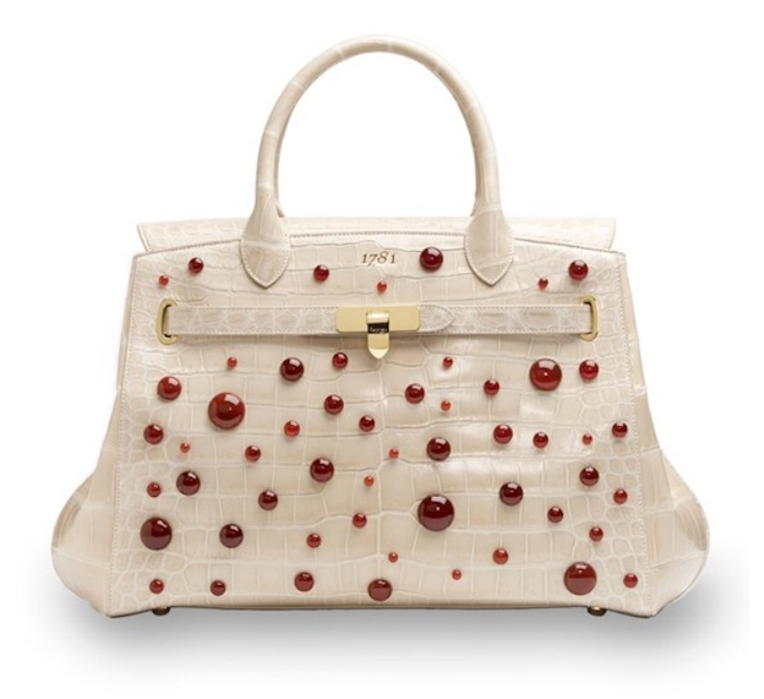 elegant-handbag-3 22 Dazzling Valentine's Day Gifts for Women