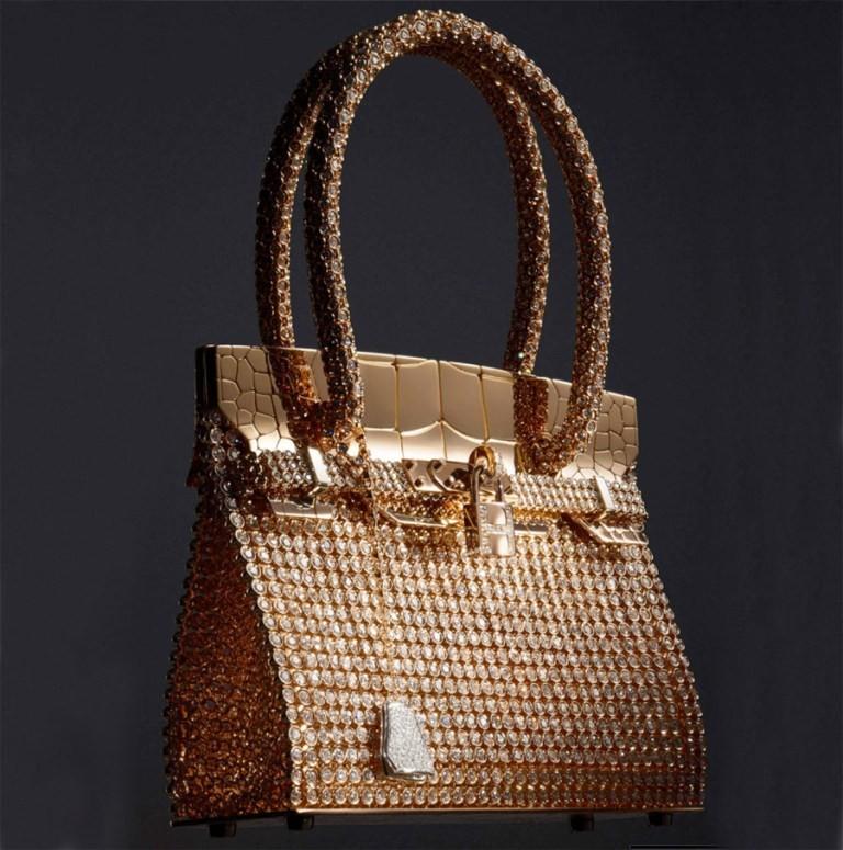 elegant-handbag-5 22 Dazzling Valentine's Day Gifts for Women