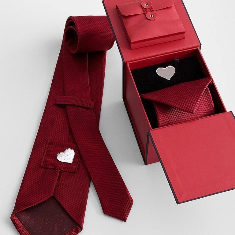 elegant-necktie-1 21 Amazing Valentine's Day Gifts for Men