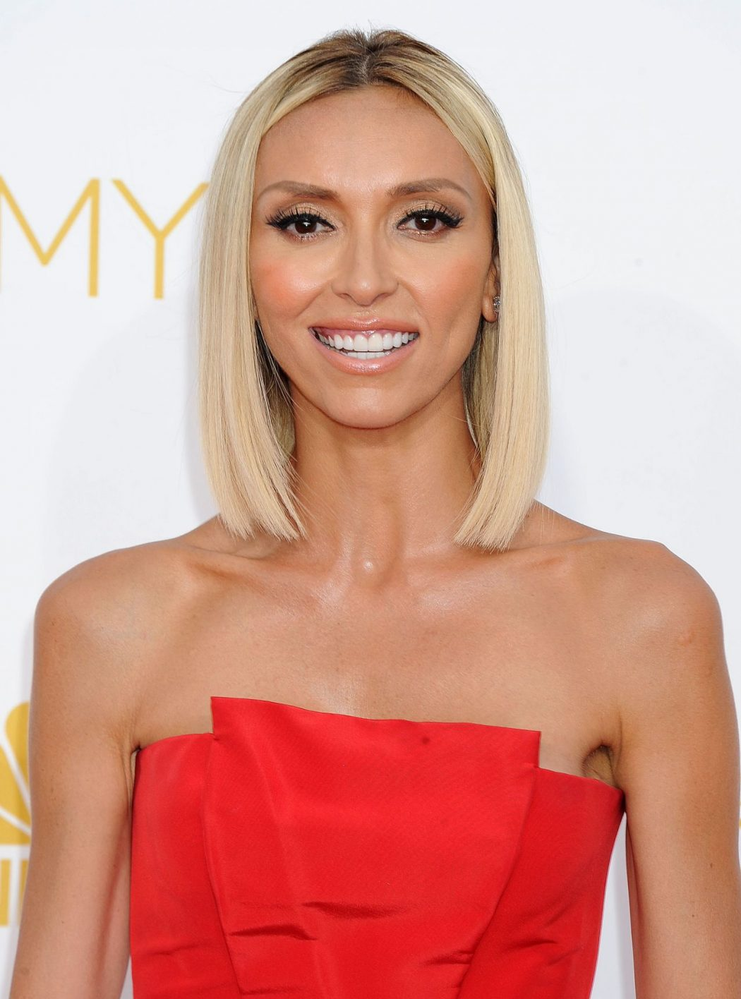 giuliana-rancic-2014-primetime-emmy-awards-in-los-angeles_3 15 Courage Celebrities Who Battled Cancer And Won