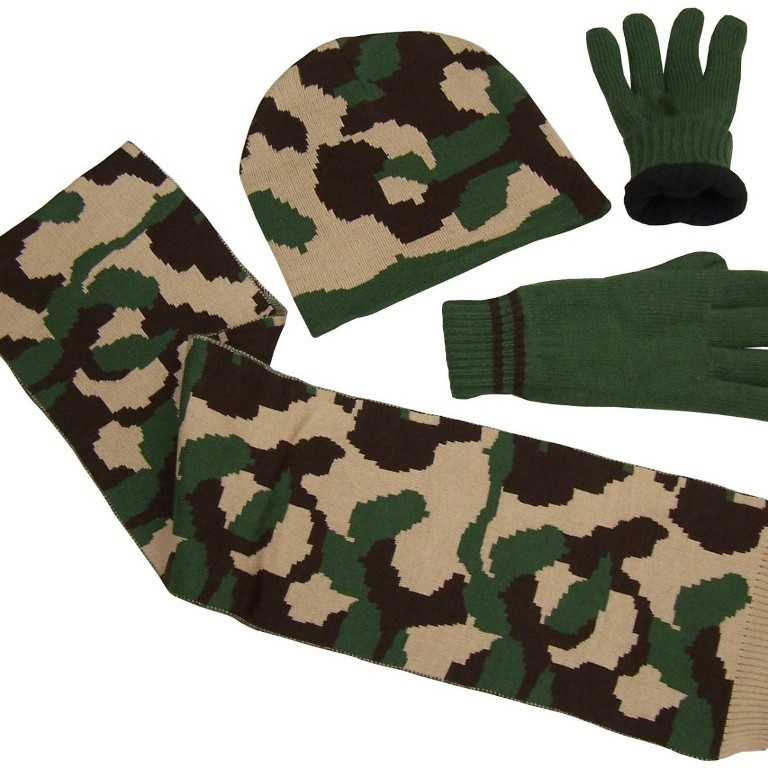 hat-gloves-and-scarf-set-1 21 Amazing Valentine's Day Gifts for Men