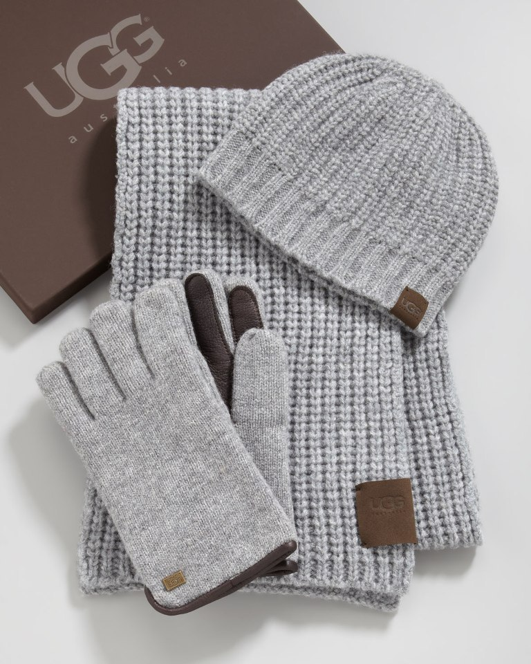 hat-gloves-and-scarf-set 21 Amazing Valentine's Day Gifts for Men