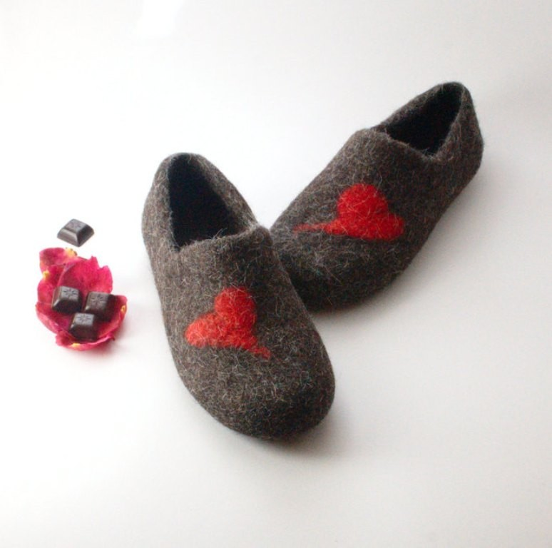 love-slippers-1 22 Dazzling Valentine's Day Gifts for Women