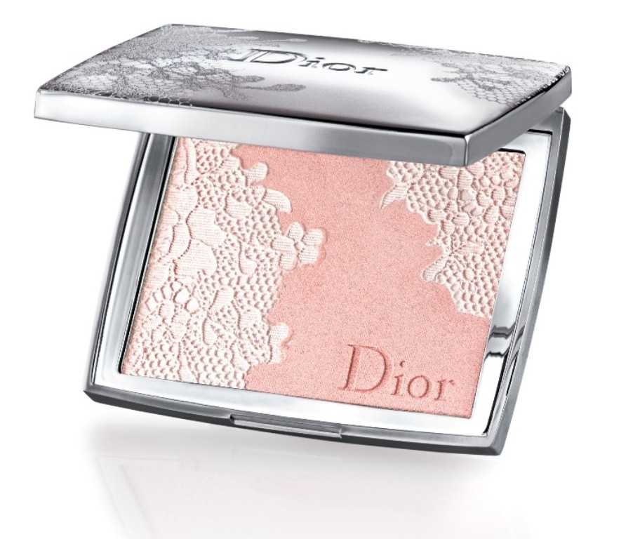 makeup-1 22 Dazzling Valentine's Day Gifts for Women