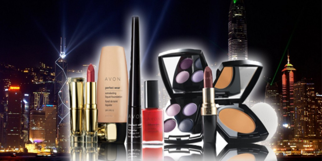 makeup-3 22 Dazzling Valentine's Day Gifts for Women